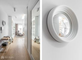 W całym mieszkaniu, przewija się motyw marmuru i białych frontów. Projekt: MAKA studio. Fot. Foto&Mohito