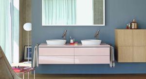 Kolorowe meble pozwalają na zaprojektowanie modnej łazienki, a co ważne – na zmianę wystroju i charakteru łazienki bez konieczności przeprowadzenia gruntownego i kosztownego remontu.