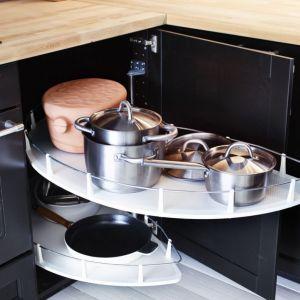 Półka Utrusta do narożnej szafki dostępna w ofercie IKEA. Fot. IKEA