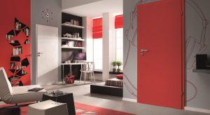 Oferta drzwi wewnętrznych do domów i mieszkań jest bardzo szeroka – można je wybierać spośród setek wzorów i kilkudziesięciu kolorów. Może się jednak okazać, że nie każdy odnajdzie swój wymarzony model wśród gotowych, katalogowych prop
