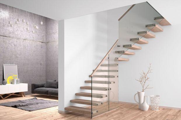 Drewno klasyczne, egzotyczne, a może szkło lub blacha? Zobacz inspirujące przykłady schodów wewnętrznych, które wykończono stopniami wykonanymi z tradycyjnych oraz totalnie ekstrawaganckich materiałów.