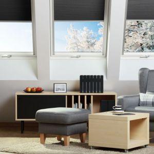 """W ramach rządowego programu """"Czyste Powietrze"""" można wymienić stare okna dachowe na nowoczesne, energooszczędne produkty. Okno dachowe FTU-V U5. Fot. Fakro"""