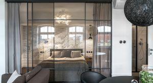Ze względu na wyjątkowo atrakcyjne położenie, gdańska Wyspa Spichrzówto dziś jeden z najbardziej pożądanych adresów w Trójmieście. W nowym, ale klimatycznym budynku, architektki pracowni SMart Studio zaprojektowały pełne wysublimowanej ele