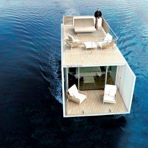 Całkowita powierzchnia dwupiętrowego pawilonu wynosi 74 m2. Jest on przystosowany do użytku przez 2 osoby, a cechuje go minimalistyczny wystrój i wyposażenie. Fot. Guardian Glass