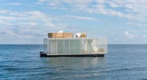 Punta De Mar to pierwsza pływająca, dynamicznie oraz technologicznie zaawansowana budowla mieszkaniowa, która powstała w Hiszpanii.Całkowita powierzchnia dwupiętrowego pawilonu, przystosowanego do użytku przez dwie osoby wynosi 74 m kw. Celem teg