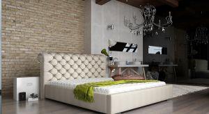 """Łóżko tapicerowane, które zachwyca finezyjnie """"zawiniętym"""" wezgłowiem ze stylowymi ręcznie wykonanymi pikami to prawdziwie królewski szyku w sypialni.<br /><br />"""