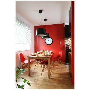 Czerwony we wnętrzu - aranżacje idealne na Walentynki i na co dzień.