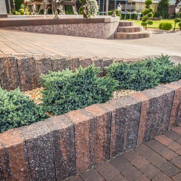 Nawierzchnie ogrodowe - palisady w aranżacji posesji