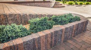 Stanowią praktyczne zwieńczenie ścieżek, tarasów i schodów zewnętrznych, zapewniają komfortowe oddzielenie poszczególnych stref w ogrodzie, niejednokrotnie są też budulcem kwietników lub innych przydomowych konstrukcji.