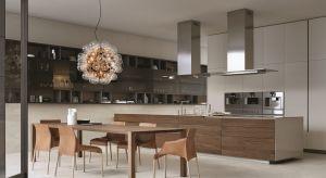 Varenna to niewielkie miasteczko położone nad jeziorem Como, niespełna 60 km na północ od Mediolanu. Choć liczy zaledwie 800 mieszkańców, dzięki fabryce luksusowych kuchni Poliform stało się znane na całym świecie.