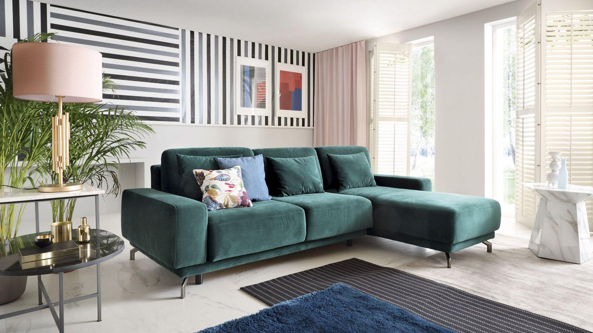 Sofa w salonie - model w modnej zieleni: Albano. Fot. Gala Collezione