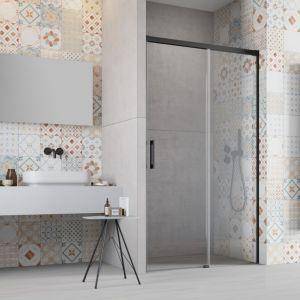 Kabiny prysznicowe z serii Hypnotic to modele łączące szkło z czernią. Fot. Radaway