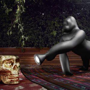 """Lampa Kong została zainspirowana filmem z 1933 roku """"King Kong"""". Fot. Qeeboo"""