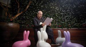 Wyobraź sobie, że idziesz na garden party, a tam wita cię stado kolorowych królików albo rodzina goryli z lampami w łapach. Bez wątpienia wprawią ciebie, jak i wszystkich innych uczestników zabawy, w dobry humor.