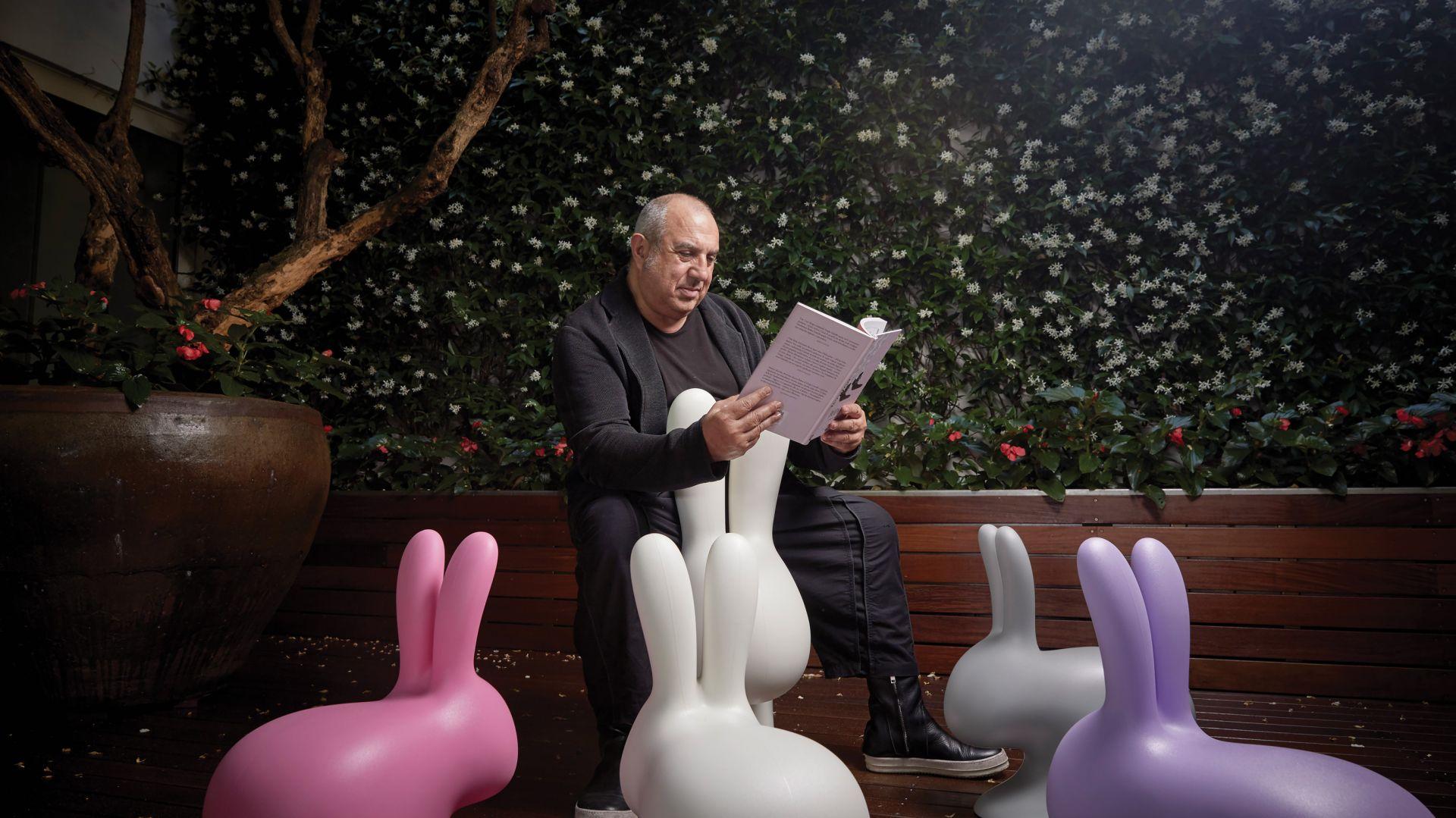 Autorem lamp Kong i krzeseł Rabbit jest słynny włoski designer Stefano Giovannoni. Fot. Qeeboo