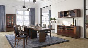 Komoda, stół, witryna – to trzy ważne elementy salonu i jadalni. Nie wymienia się ich co roku. Dawniej przekazywano je nawet z pokolenia na pokolenie. Wykonane ze szlachetnych materiałów, przede wszystkim z drewna, z powodzeniem potrafiły przetrw