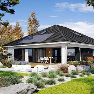 Dom parterowy to świetny wybór dla wszystkich, którzy kochają przestrzeń i stały kontakt z naturą. Dom Alison IV G2 Energo Plus. Projekt: arch. Artur Wójciak. Fot. Pracownia Projektowa Archipelag
