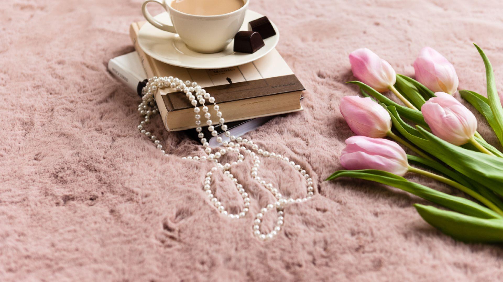 Dywan w małym wnętrzu: dywan Angelo pink. Fot. Arte