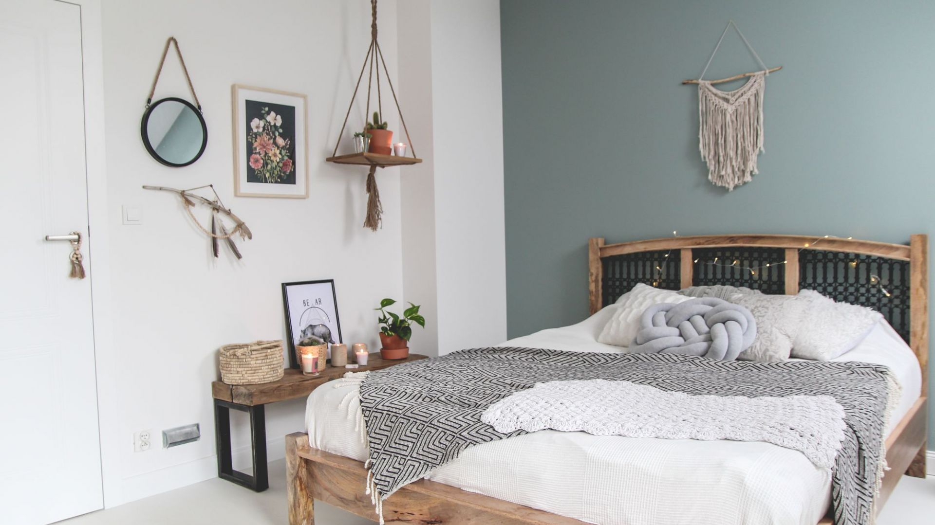 Modna sypialnia - zobacz jak urządzić klimatyczne wnętrze. Na zdjęciu drzwi Vector Premium. Fot. Porta