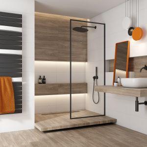 Szerokie kolektory nadają grzejnikowi Evia nowoczesny wygląd, a sekcje płaskich kolektorów oddzielone są od siebie pojedynczymi kolektorami delikatnie wygiętymi w łuk, które pozwalają na szybkie suszenie ręczników czy ubrań. Fot. Purmo
