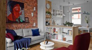 Przestronne, wysokie mieszkanie w gdańskiej kamienicy poddano gruntownej metamorfozie. Za zgodą i przy pełnej akceptacji właścicieli, architekci zmienili układ funkcjonalny wnętrza. Niewielką kuchnię połączono z salonem, a dwie łazienki przebu