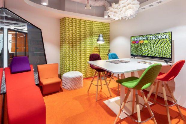 Massive Design, jedna z najbardziej rozpoznawalnych pracowni architektonicznych, od 20 lat działająca w obszarze przestrzeni biurowych, słynie z wyrazistych realizacji i awangardowych pomysłów. Jej nowa siedziba jak w soczewce skupia charakterystyczn
