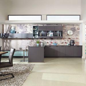 Półwysep w kuchni. Na zdjęciu: meble do kuchni dostępne w ofercie firmy Verle Küchen. Fot. Verle Küchen