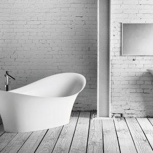 Wanna wolnostojąca i umywalka stojąc-przyścienna z kolekcji Alice. Fot. Marmorin Design