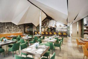 Efektowną częścią restauracji jest z pewnością bar ze sklepieniem przypominającym szczyty gór. Projekt i wizualizacje: Katarzyna Kraszewska