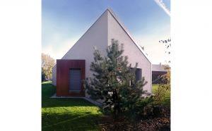 Nowoczesna technologia i wykorzystanie dwunastocentymetrowych ścian konstrukcyjnych umożliwiło stworzenie oszczędnej i wytrzymałej konstrukcji budynku o doskonałych parametrach termicznych. Projekt i zdjęcie: 3DPROJEKT architektura