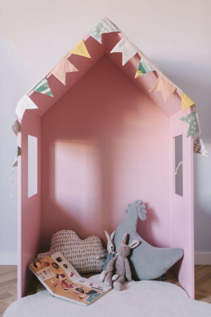Łóżko-domek to solidnie wykonany mebel z lakierowanego MDF-u, dzięki czemu jest idealnie gładki, bezpieczny i atrakcyjny wizualnie. Fot. Sleep&Fun