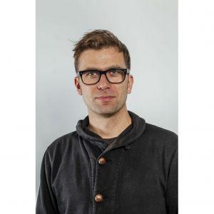 Tomek Rygalik - projektant, wykładowca, kurator i doktor sztuki. Fot. Ernest Wińczyk