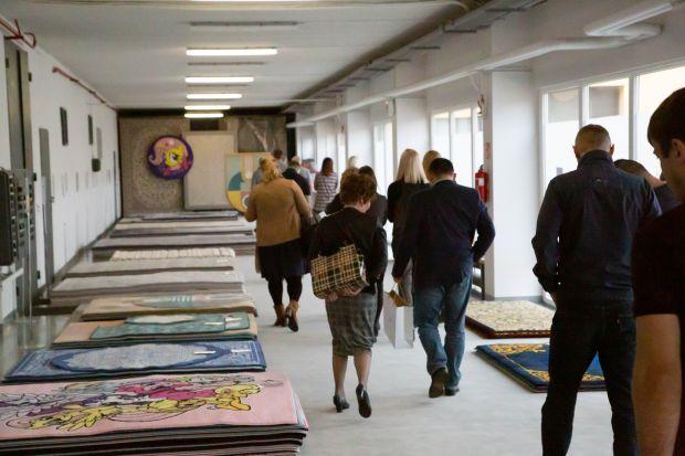 Blisko 300 wzorów, wchodzących w skład 13 nowych kolekcji dywanów na sezon 2019 zaprezentowała fabryka dywanów Brintons Agnella podczas RUG SHOW 2019 w Białymstoku. To pierwszy z cyklu sześciu pokazów, które odbędą się w największych miastac