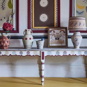 Rodmell – głęboki, śliwkowy, to nowy kolor w palecie farb kredowych. Fot. Annie Sloan