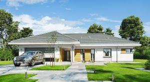 """Projekt Parterowy 2, o powierzchni użytkowej blisko 165 metrów, to dom dla 4-5-osobowej rodziny, jednokondygnacyjny, ze wszystkimi pomieszczeniami dziennymi na parterze, zbudowany na planie litery T""""."""