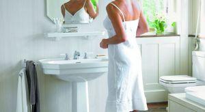 To żadne fanaberie, jeśli kobieta chce mieć przestrzeń łazienki urządzoną tak jak lubi – wygodnie i z klasą, w ulubionych kolorach oraz z funkcjonalnymi schowkami na kosmetyki. W końcu to panie przebywają w łazience najwięcej czasu!