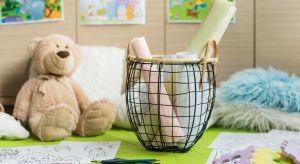 Metalowe koszyki uzupełnią domowe wyposażenie i świetnie sprawdzą się przy odświeżaniu wizerunku pomieszczeń. Dzięki swej interesującej formie, wraz z wielobarwną zawartością staną, się wspaniałym uzupełnieniem wystroju wnętrza.