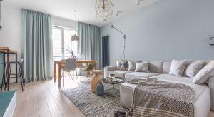 Usytuowane na warszawskim Żoliborzu Artystycznym 65-metrowe mieszkanie wypełnia skandynawska stylistyka ożywiona morskimi odcieniami zieleni. Świeże, jasne i optymistyczne – tak w kilku słowach można opisać to wnętrze.