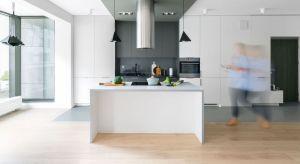 Na unikalność domowej kuchni powinien składać się nie tylko oryginalny, personalizowany design, ale również wyjątkowa funkcjonalność zamknięta w detalach. Architekci pracowni Decoroom podpowiadają, jak krok po kroku powstaje kuchnia w stylu VI
