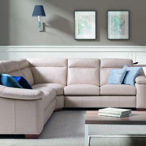 Wyjątkowo miękkie, eleganckie bryły mebli Bergen będą dostojnie prezentować się w każdym salonie, a wysokie oparcia, po ciężkim dniu, pozwolą poczuć komfort. Można wybrać moduły z funkcją spania lub pojemnikiem na pościel. Fot. Wajnert Meble