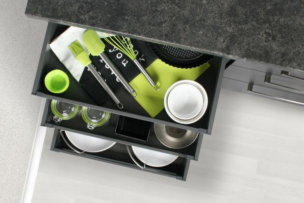Wiosenne porządki w kuchni. Zobacz jak zorganizować półki i szuflady