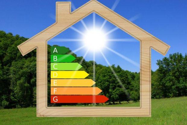 Wiosna to wyczekiwana pora roku, również w kontekście budowlanym. Opłaca się zatem właśnie teraz, na przedwiośniu, wykonać generalny przegląd dachu i zaplanować prace, które mogą być wykonane dopiero po zimie.