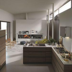 Płaski okap ścienny Impress świetnie integruje się z przestrzenią kuchni. Fot. Franke