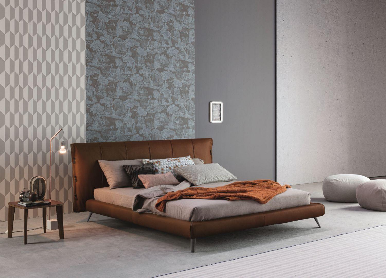 Łóżko tapicerowane Cuff. Fot. Bonaldo