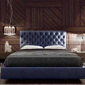 Tapicerowane łóżko Palermo z pikowanym zagłówkiem polecane do wnętrz klasycznych i retro. Fot. Maxfliz
