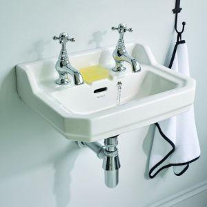 Łazienka w stylu retro: Ceramika sanitarna Waverley. Fot. Ideal Standard