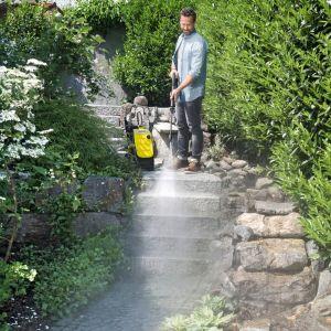 Porządki po zimie na tarasie i w ogrodzie. Fot. Kärcher
