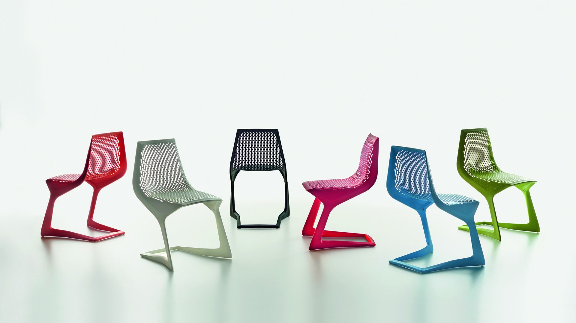 Krzesła z kolekcji Myto. Fot. Plank