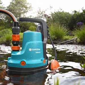 Sposób na wodę w piwnicy czy garażu. Gardena Classic pompa do brudnej wody 7000D. Fot. Gardena