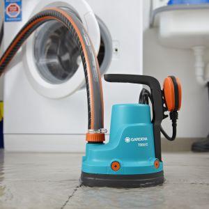 Sposób na wodę w piwnicy czy garażu. Gardena Classic pompa zanurzeniowa 7000C. Fot. Gardena